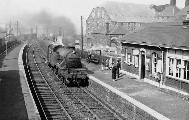 0_edinburgh_transport_railways_dy_gorgie_station_67605_apr_21_1958.jpg