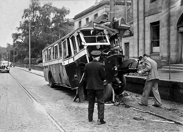 0_street_views_-_inverleith_row_lamp_post_bus_crash_a13_horizontal.jpg.b21b588351af739374427d3439d61e57.jpg