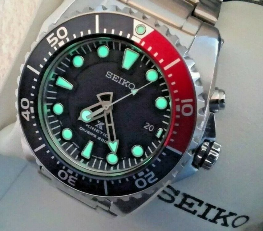 Seiko-Mens-Pepsi-Kinetic-200-Meter-Diver-SKA759-PROSPEX-Dial.jpg