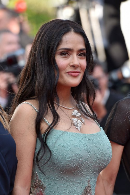 salma-hayek-at-girls-of-the-sun-premiere-at-cannes-film-festival-05-12-2018-7.jpg
