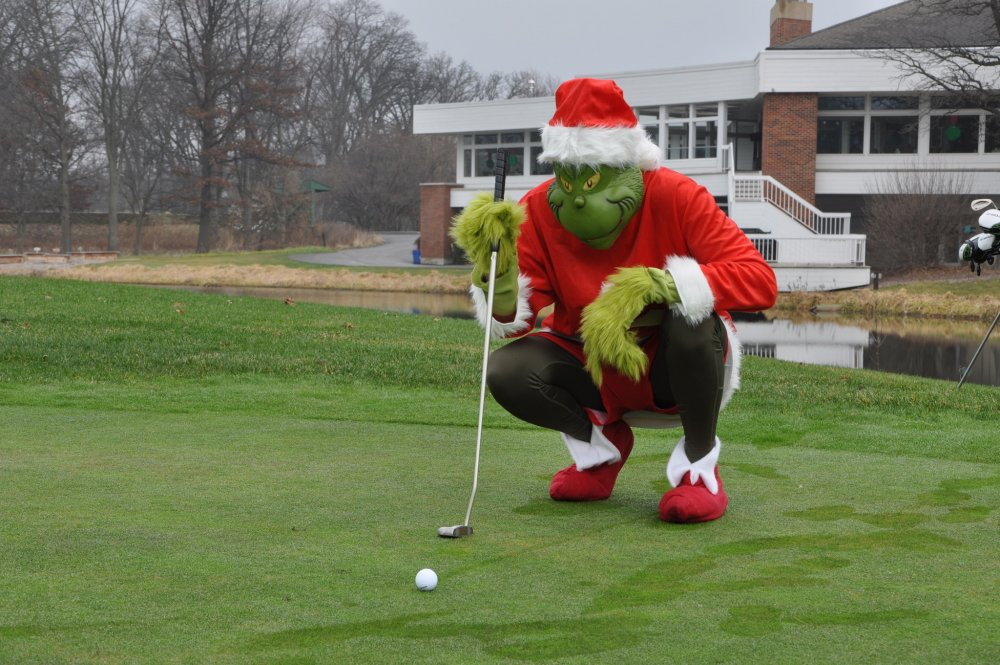 chi-ugc-photo-mr-grinch-at-cantigny-golf-2015-12-14.thumb.jpg.b81c2b0524032f8863f4c2f5e4331d68.jpg