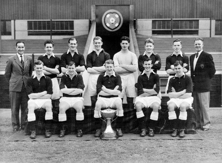 Motherwell (N) 4-2 (SLCF) 23.10.1954 Winning Team Group Pict.jpg