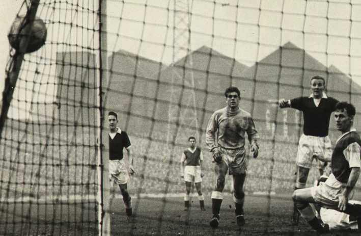 Hibernian 1.1.1959 (Div 1) 1-3 (H) Alex Young scores Hearts'.jpg