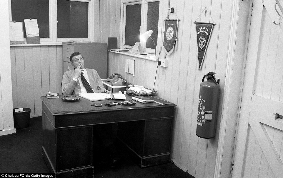 3DC21E6500000578-4266738-Chelsea_stadium_manager_Andy_Dunlop_sits_in_his_no_frills_office-a-1_1488359529073.jpg